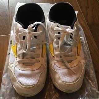 外履き 運動靴