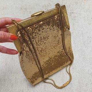 Ameri VINTAGE - vintage  gold metal square form bag