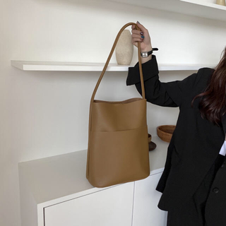 トゥデイフル(TODAYFUL)のBucket leather bag(トートバッグ)