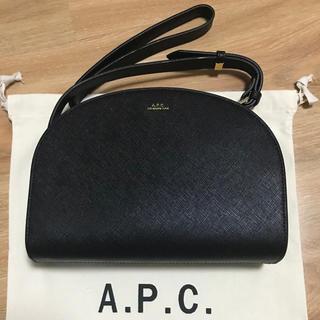 A.P.C - A.P.C ハーフムーン ショルダーバッグ エンボス加工 未使用