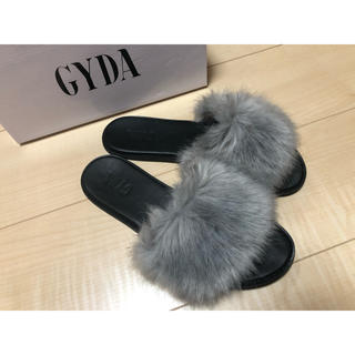 GYDA - GYDA フェイクファーサンダル グレー