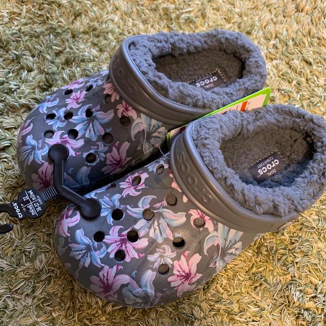 crocs(クロックス)のクロックス 22 crocs キッズ/ベビー/マタニティのキッズ靴/シューズ(15cm~)(サンダル)の商品写真
