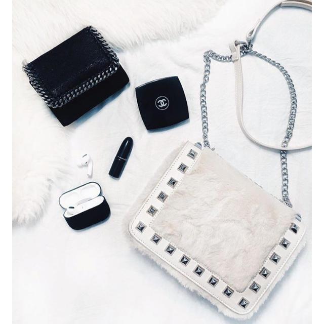 rienda(リエンダ)の★リエンダ最新ノベルティ Studs Faux Fur BAG ベージュ★ レディースのバッグ(ショルダーバッグ)の商品写真