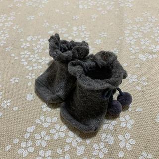 プティマイン(petit main)のプティマイン チャコールグレー ポンポン付き ベビーソックス(靴下/タイツ)