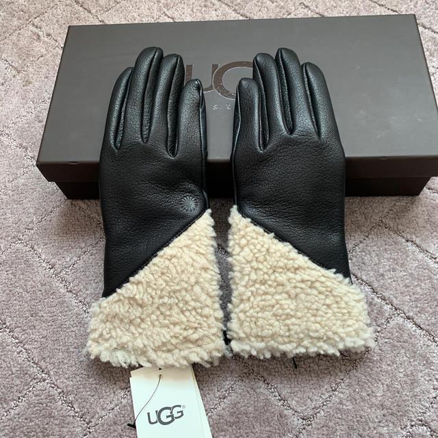 UGG(アグ)のアグ新品タグ付きレザー手袋 レディースのファッション小物(手袋)の商品写真