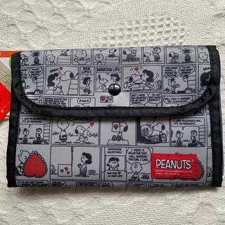 ピーナッツ(PEANUTS)の《新品 タグ付き》スヌーピー 多機能ポーチ(母子手帳ケース)