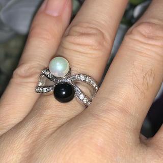 ホワイトパールブラックストーンデザインリング(リング(指輪))
