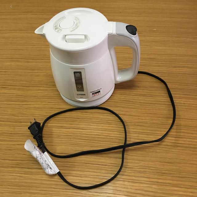 電気ケトル タイガー PCF-G080 0.8L ホワイト 中古 スマホ/家電/カメラの生活家電(電気ケトル)の商品写真