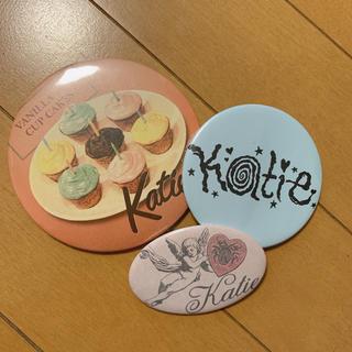 ケイティー(Katie)のkatie 缶バッジ(ブローチ/コサージュ)