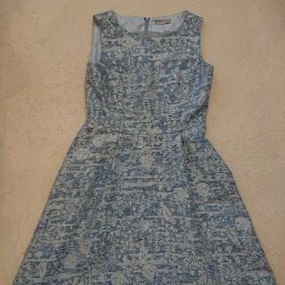 ブルー&シルバー刺繍のワンピース 13号(ひざ丈ワンピース)