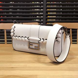 FENDI - 超美品 フェンディ バケット ショルダー バッグ オフホワイト FF金具