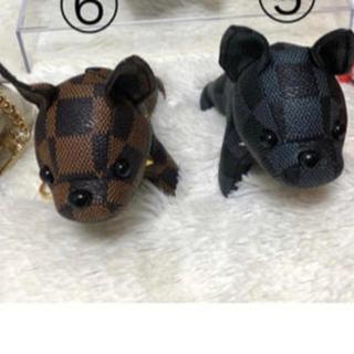 LOUIS VUITTON - ビトン 犬 キーホルダー 黒色