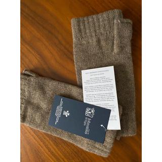ジョンストンズ(Johnstons)のリストウォーマー ジョンストンズ   オッター 新品未使用 カシミヤ100%(手袋)