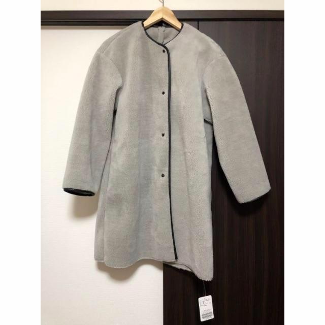 JOURNAL STANDARD(ジャーナルスタンダード)のフェイクムートン パイピング ノーカラーコート relume グレー 36 レディースのジャケット/アウター(ムートンコート)の商品写真