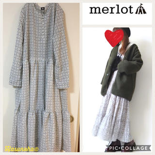 merlot - 【新品】merlot ミニフラワー 大人可愛いロングワンピース/白系