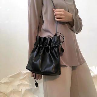 dholic - 再入荷‼️【ブラック/黒】巾着ショルダーバッグ  巾着バッグ