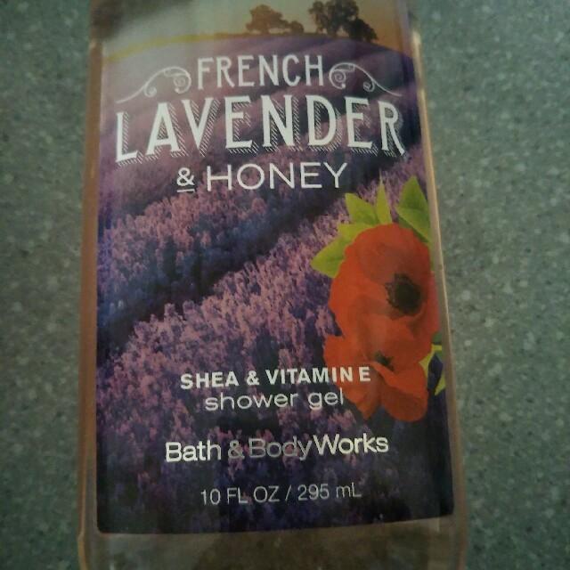 Bath & Body Works(バスアンドボディーワークス)の【お買い得2点セット♪】バス&ボディワークス シャワージェル2本セット コスメ/美容のボディケア(ボディソープ/石鹸)の商品写真