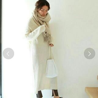 トゥデイフル(TODAYFUL)の【完売品】ロングニットワンピ白36タグあり(ロングワンピース/マキシワンピース)