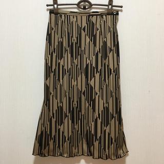インディヴィ(INDIVI)のINDIVI オシャレな総柄スカート 細め(ひざ丈スカート)