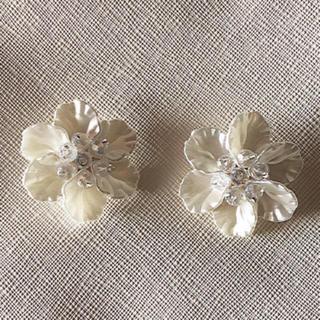 Kastane - フラワー お花 イヤリング ホワイト