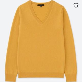 ユニクロ(UNIQLO)のユニクロ新品タグ付き カシミヤVネックセーター マスタード(ニット/セーター)