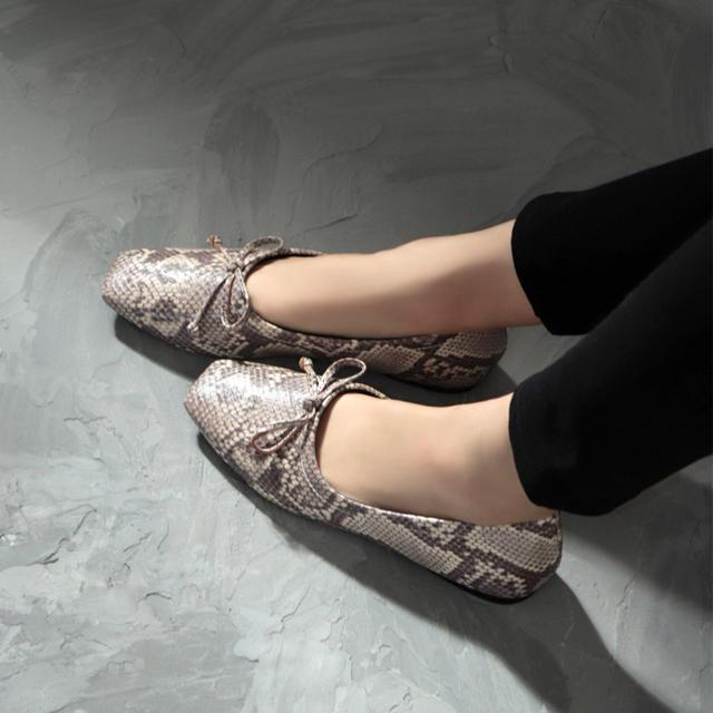 ZARA(ザラ)のSESTO パイソン柄スクエアバレエシューズ レディースの靴/シューズ(バレエシューズ)の商品写真