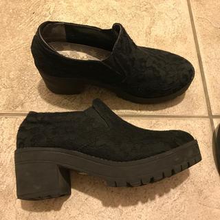 ヌォーボ(Nuovo)の厚底靴(ローファー/革靴)