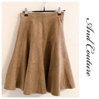 アンドクチュール(And Couture)のアンドクチュール スエード調 フレア膝丈スカート (ひざ丈スカート)
