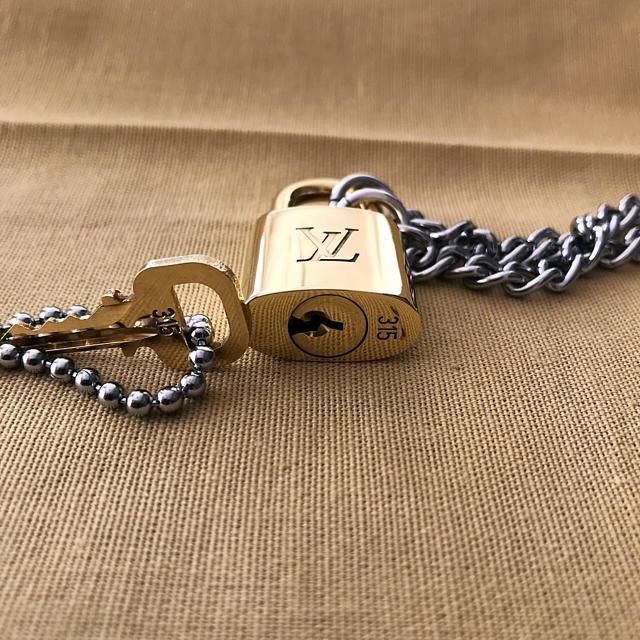 LOUIS VUITTON(ルイヴィトン)のLOUISVUITTON パドロック カデナ 南京錠 鍵有り 315  メンズのアクセサリー(ネックレス)の商品写真