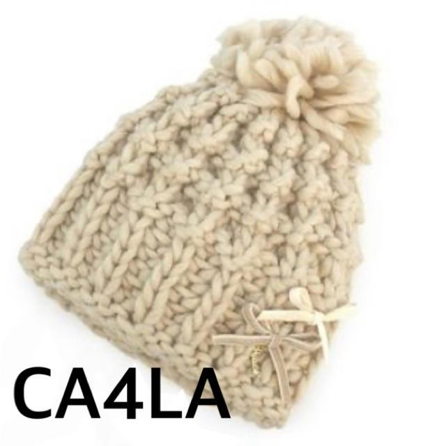 CA4LA(カシラ)の試着のみ美品CA4LAニット帽子ポンポンリボンアイボリーアシーナニューヨーク白 レディースの帽子(ニット帽/ビーニー)の商品写真