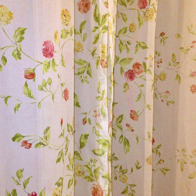 花柄レースカーテン178cm ローズガーデン🌷フラワーレース 💐姫系 インテリア/住まい/日用品のカーテン/ブラインド(レースカーテン)の商品写真