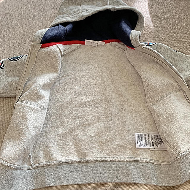 GAP Kids(ギャップキッズ)のギャップキッズ 裏起毛パーカー90 キッズ/ベビー/マタニティのキッズ服男の子用(90cm~)(ジャケット/上着)の商品写真