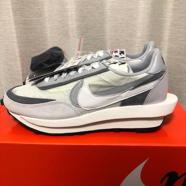 NIKE(ナイキ)のNIKE SACAI LDWAFFLE サミットホワイト 27.5 メンズの靴/シューズ(スニーカー)の商品写真