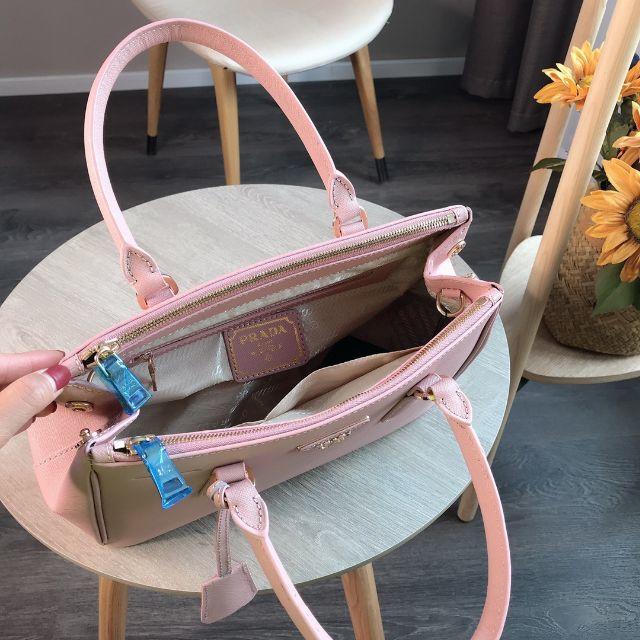 PRADA(プラダ)のPRADA 美品 トートバッグ ショルダーバッグ 高級感 大容量 レディースのバッグ(トートバッグ)の商品写真