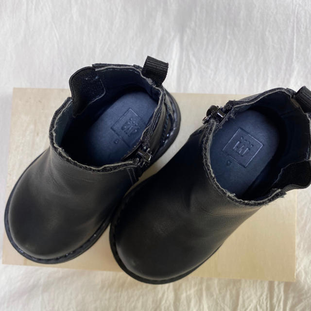babyGAP(ベビーギャップ)のbabyGAP チェルシーブーツ 黒 キッズ/ベビー/マタニティのベビー靴/シューズ(~14cm)(ブーツ)の商品写真