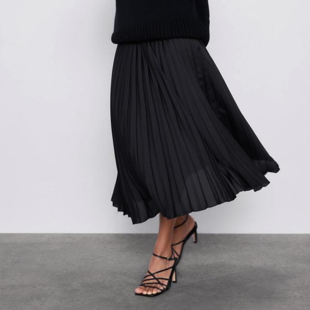 ZARA(ザラ)の新品未使用 プリーツスカート レディースのスカート(ロングスカート)の商品写真