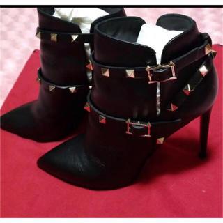 ヴァレンティノガラヴァーニ(valentino garavani)のヴァレンティノのショートブーツです(ブーツ)