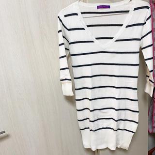 アベイル(Avail)の美品 Vネック ボーダー セーター ニット ホワイト 白(ニット/セーター)