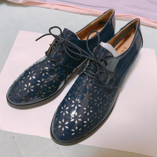 ジーナシス(JEANASIS)の【新品未使用】JEANASIS お花 編み上げローファー エナメル(ローファー/革靴)