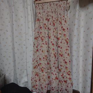 コムサイズム(COMME CA ISM)の春夏 ウェストシャーリング スカート ウェストゴム 花柄 コムサイズム 白(ロングスカート)