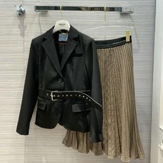 プラダ(PRADA)の美品!PRADA スーツ+スカート二点 セット (ひざ丈スカート)
