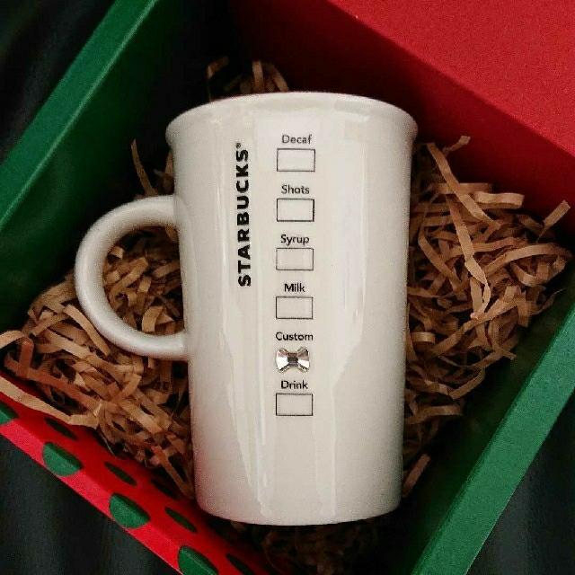 Starbucks Coffee(スターバックスコーヒー)の【shiori様専用】スタバホリデーマグ2個&韓国スタバヨーグルト陶器2個セット インテリア/住まい/日用品のキッチン/食器(グラス/カップ)の商品写真