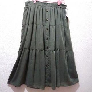 アベイル(Avail)の新品 Avail カーキ色 ティアード フロントボタン ロング スカート♥3L(ロングスカート)
