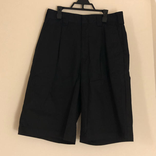 GU(ジーユー)の黒いハーフパンツ メンズのパンツ(ショートパンツ)の商品写真