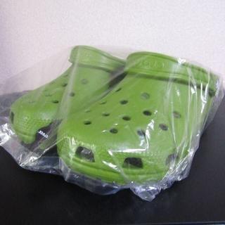 クロックス(crocs)のクロックス  クラシック ケイマン パロットグリーン 22cm 未使用 新品(サンダル)