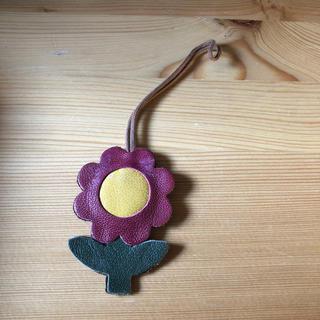 スタディオクリップ(STUDIO CLIP)のIBIZA 濃いピンク 花 バッグチャーム(21)(チャーム)