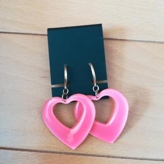 ウィゴー(WEGO)の蛍光ピンクのハートイヤリング(イヤリング)