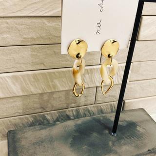 ドゥーズィエムクラス(DEUXIEME CLASSE)のマーブル ゴールド フープ イヤリング(イヤリング)