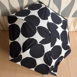 marimekko - 新品 マリメッコ 折りたたみ傘 ギヴェット KIVET ブラック
