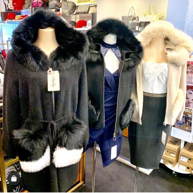 Andy(アンディ)の美品 FOXファーコート レディースのジャケット/アウター(毛皮/ファーコート)の商品写真